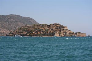 Spinalonga w oddali
